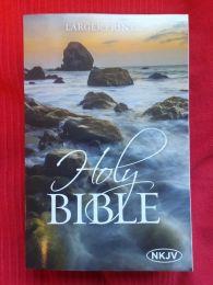 Bible NKJV Large Print, Paperback